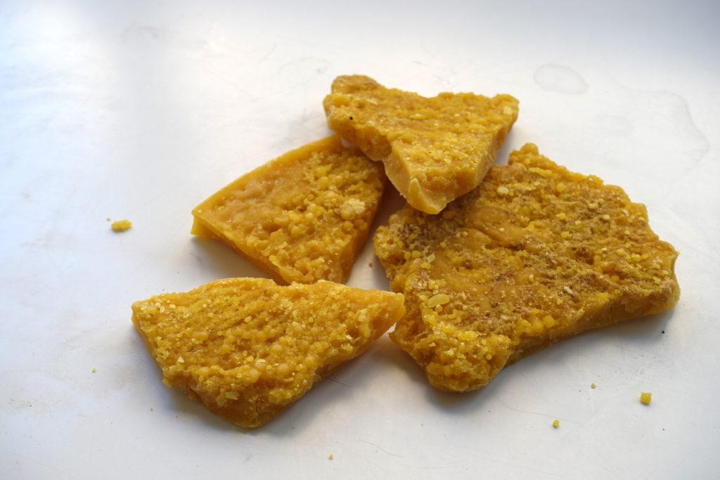 宮島や江田島で採れた蜜蝋|はつはな果蜂園