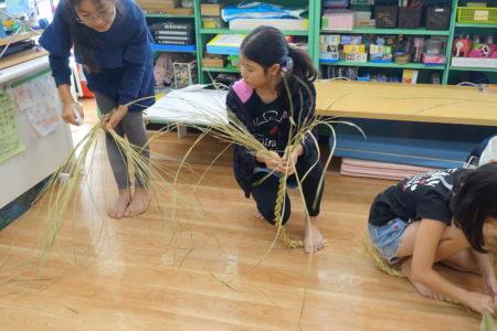 稲作のしめは…しめ縄づくり!@本郷台小学校の子どもたちと