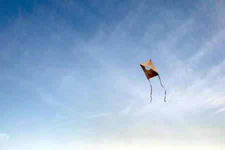 初夢には凧が空高く舞い上がる夢を!|さとまち2WAYしめ縄リース/稲穂の筆/大竹和紙のミニ凧
