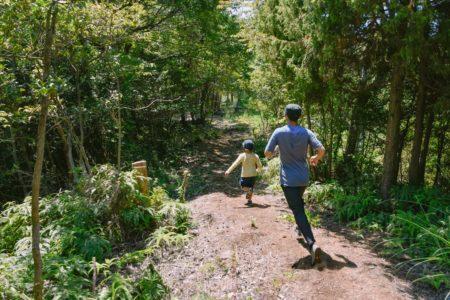 競争をして強くなるのではなく、自然と向き合い、自分と向き合い、走らないのに走りたくなってくる。 |かけっこSESSION